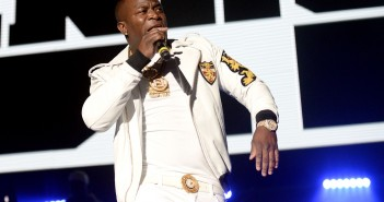 INGLEWOOD, CA - FEBRUARY 28:  Rapper O.T Genasis performs onstage at The Forum on February 28, 2016 in Inglewood, California.  (Photo by Scott Dudelson/Getty Images)