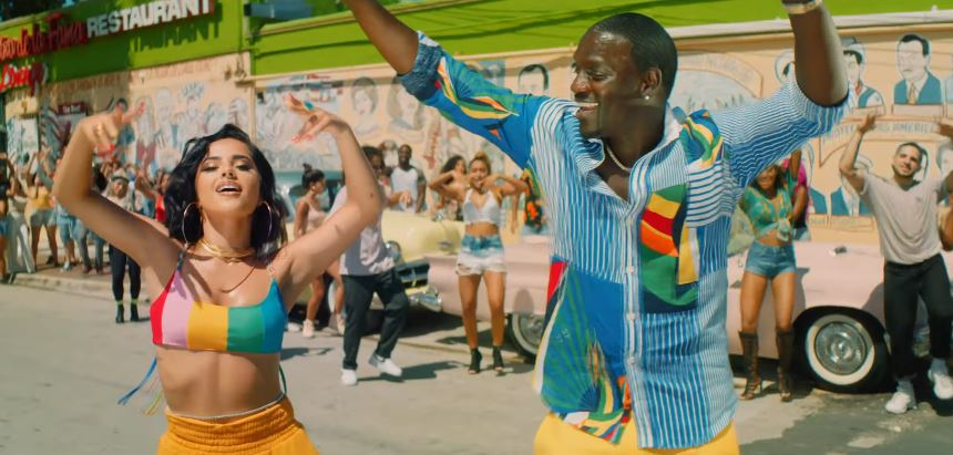 "Akon Drops New Video for ""Como No"" Featuring Becky G"
